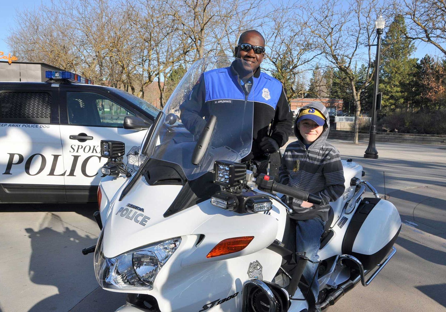 spd-officer-with-kid-motorcyle